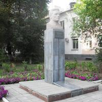 г.Оренбург, ул.Кирова, бюст С.М.Кирову