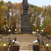 Белгород. Памятник святому равноапостольному киевскому князю Владимиру Святославичу.   4 октября 2011 года