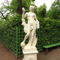 """Летний сад. Скульптура """"Аллегория Истины""""."""