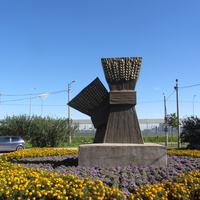 Скульптура Снопы на ул. Школьной