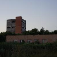 Детский сад и заброшенное здание спиртзавода