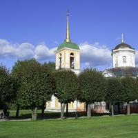 Музей-усадьба Кусково - Колокольня и усадебная церковь.