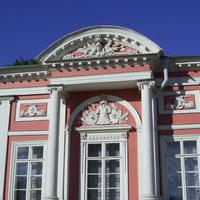 Музей-усадьба Кусково - Декоративные украшения дворцового фасада.