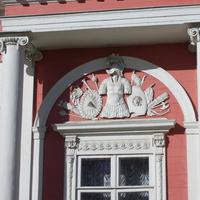 Музей-усадьба Кусково - Лепные украшения окон дворца.