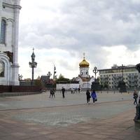 Москва - У храма Христа Спасителя