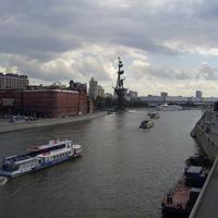 Москва - Вид с Патриаршего моста на памятник Петру I