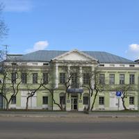 Здание банка на месте гостиницы Гольяни.