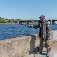 Памятник рыбаку на Волге