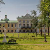 Сад  Императорского Путевого дворца.
