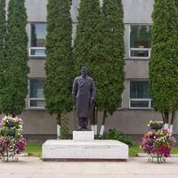 Памятник М.И. Калинину у Дворца Детей и Молодёжи