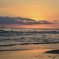 """Вечерний пляж Джемете в районе гостиничного комплекса """"Белый пляж""""."""