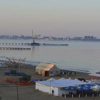 Пляж в Джемете с видом на Анапу