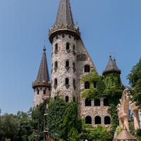 """Замок """"Влюбленный в ветер"""" в Равадиново близ Созополя."""