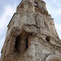 Колокольня разрушенной церкви Троицы Живоначальной. 12 мая 2009 года