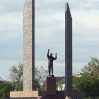 Оренбург. Памятник Юрию Гагарину. 1 июня 2008 года