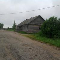 """Лутовёнка, здание  администрации совхоза """"Красная Звезда"""""""