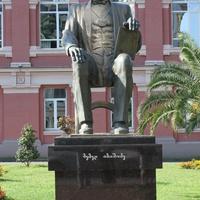 Батуми. Памятник Мемеду Абашидзе.