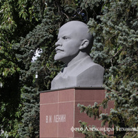 Памятник-бюст Ленину