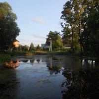 пруд у церкви