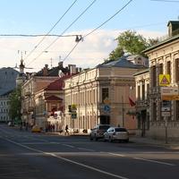 Улица Солянка 11, двухэтажный особняк зажиточных купцов постройки предположительно 1830–1840 годов.