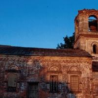 Лутовёнка, церковь, действующая до июня 1937 года, а  затем   склад  зерна.