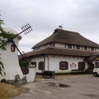 Ресторан-Мотель «Гуляй Поле» в Смілі розташований на виїзді з міста в бік Києва. Заснований в 2010 році на історичному місці зустрічі повсталих гайдамацьких загонів під проводом Максима Залізняка за часів Коліївщини 1768-1769 рр