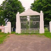 Вхід на кладовище