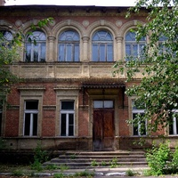 Величний маєток поміщика Володимира Ростішевського,