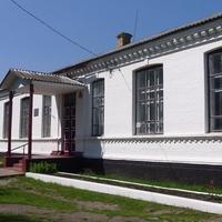 Школа побудована на початку XX-cтоліття.