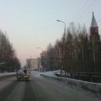На въезде в город. Справа виден Храм Святой Екатерины.