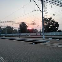 Кременчук. Ранок на пероні вокзалу.