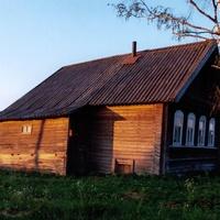 Лутовёнка, июньский рассвет, старый дом.