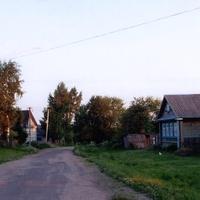 Лутовёнка, Центральная улица, справа дом  Козлова Дмитрия