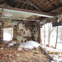 Вот так теперь в Муравничах заготавливают дрова. Режут стену дома с низу до верху. (хата Гарминовича