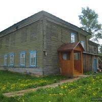Бывшая школа на месте Никольской церкви