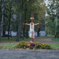 Поклонный крест в парке