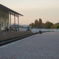 Скульптура Стрелочница и Пассажир ожидающий поезда