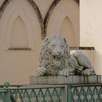 """Скульптура льва на террасе павильона """"Белая башня"""". Март 2017 г."""