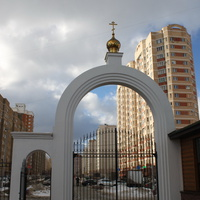 Подольск, Силикатная-2, ворота церкви Кирилла и Мефодия на Тепличной ул.