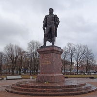Багратионовский сквер. Памятник генералу Багратиону