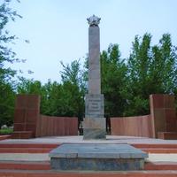 Саудакент. Памятник солдатам-героям из Сарысуского района, погибшим в Великой Отечественной войне
