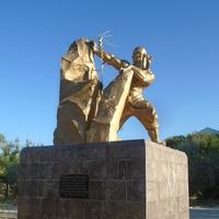 """Жанатас. Памятник """"Батыр кенші"""""""