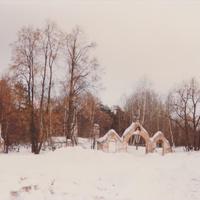 Остатки разрушенного Покровского храма у деревни Чукаево за кладбищенской оградой. Декабрь 1993г.