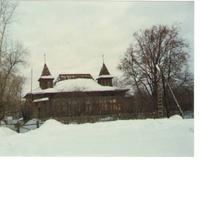 Дом на окраине деревни Дорофеево. Декабрь 1993г.