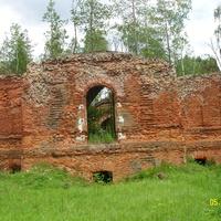 Разрушенный Зачатьевский храм около деревни Гора с северной стороны
