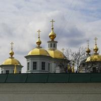 Н. Новгород - Пл. Лядова - Золотые купола Крестовоздвиженского Монастыря