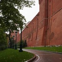 Александровский сад. Дорожка у Кремлёвской стены