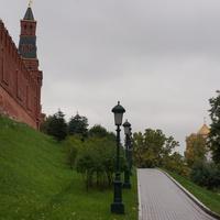 У Кремлёвской стены в Александровском саду