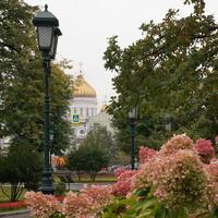 Александровский Сад с видом на собор Христа Спасителя