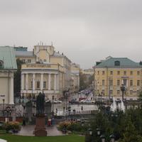Перекрёсток Моховой и Большой Никитской (Герцена) улиц